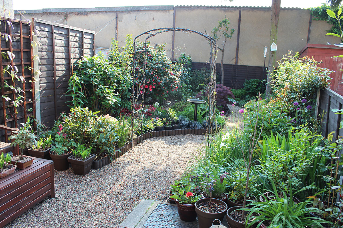 Very small garden ideas photograph gardening when having d for Garden design ideas without grass